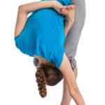 半蓮華座の前屈のポーズのやり方&効果|股関節のバランスを高め、バランス感覚を養う!