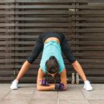 開脚の前屈のポーズのやり方&効果(立位)|骨盤を整え内臓機能を高める!