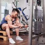 ケーブル・リストカールのやり方&効果|手関節掌屈で屈筋を鍛える!