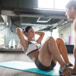 クランチのやり方&効果|腹直筋を鍛えるシンプルなトレーニング!