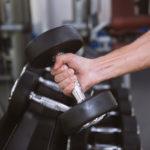 フィンガーカールのやり方&効果|指のパワーを強める筋トレ!