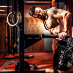 ディップスのやり方&効果|大胸筋や上腕三頭筋を鍛える筋トレ種目!