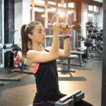 ラットプルダウン(ナローグリップ)のやり方&効果|背面上部を鍛える筋トレ!