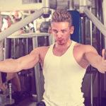 バタフライ・マシンの使い方&効果|大胸筋に激しく働きかけろ!