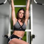 ウインドシールドワイパーのやり方&効果|強く体幹を鍛えるぶら下がり系腹筋トレ!