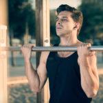 リバースグリップ・プルアップのやり方&効果|上腕筋・腕撓骨筋などを鍛える懸垂種目!