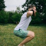 シシー・スクワットのやり方&効果|太もも前面を強烈に鍛え上げる!