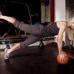 片足プッシュアップのやり方&効果|体幹に効かせつつ行う腕立て伏せ!
