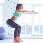 クォーター・スクワットのやり方&効果|膝を45度程度に曲げて行うスクワット!