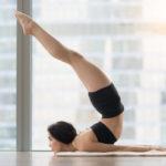 バッタのポーズのやり方&効果|身体の背面・体幹を強化し、お尻を引き締める!