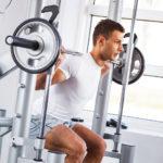 スミスマシン・スクワットのやり方&効果|強烈な負荷を大腿筋に!
