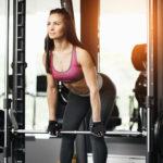 スミスマシン・デッドリフトのやり方&効果|脊柱起立筋など背面にピンポイントで利かす!